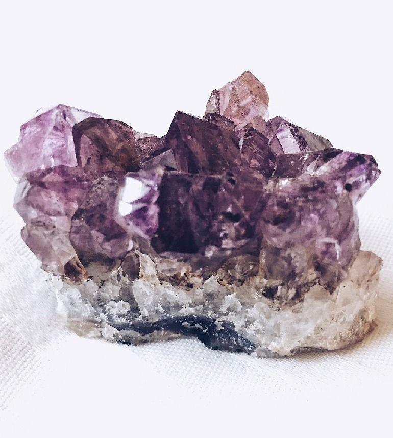 Аметист камень: свойства, разновидности, уход
