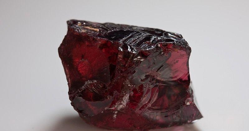 Магический и целебный камень гранат: краткая характеристика