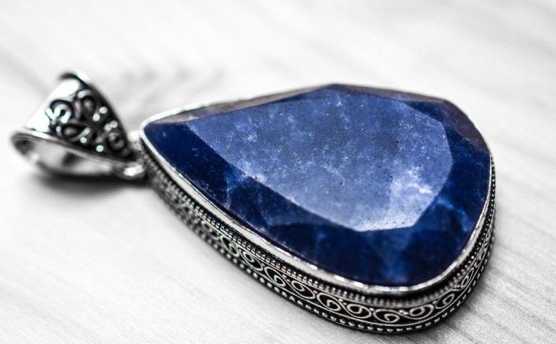 Уникальный сапфир в мире драгоценных камней и сияющих самоцветов