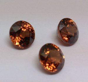 Роскошный камень гиацинт: история и свойства