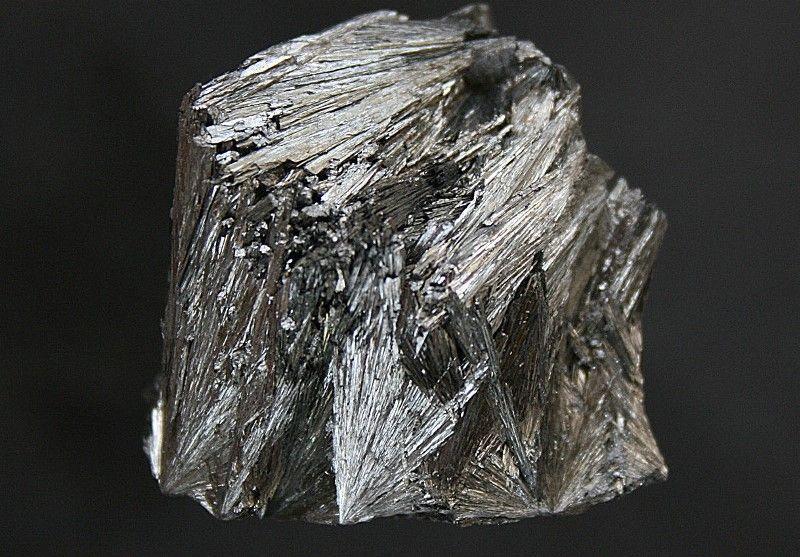 Женская сущность невзрачного камня: пиролюзит