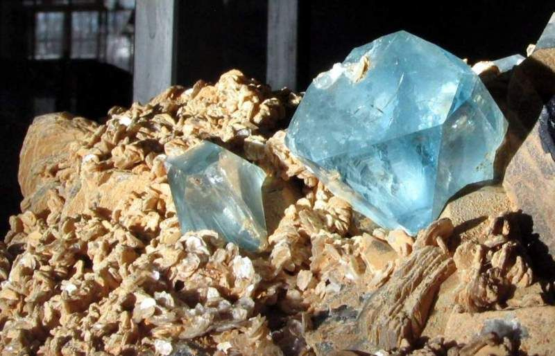 Уникальный камень топаз: виды и характеристики