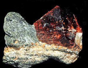 Описание и свойства камня альмандин