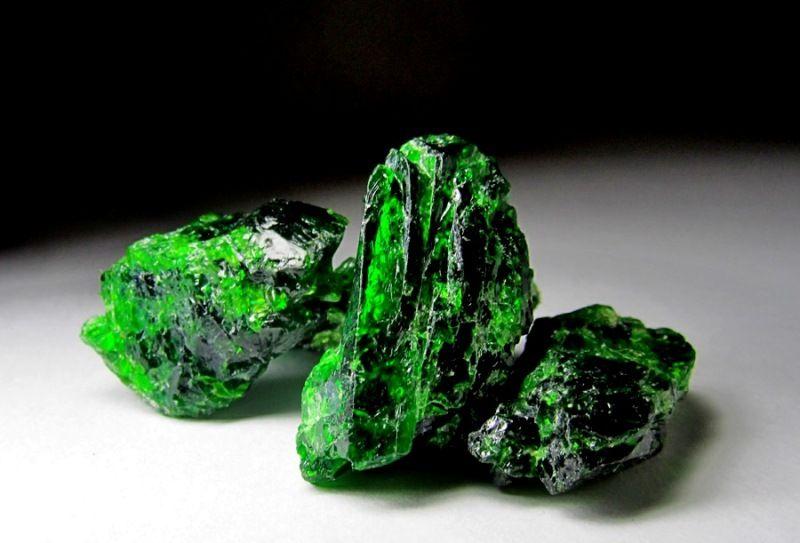 Что представляет собой камень хромдиопсид?