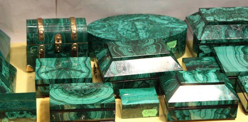 Какие свойства имеет камень малахит
