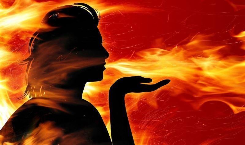 Огненная стихия и камни по дате рождения для нее