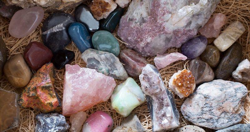 Что представляет собой ценный поделочный камень?