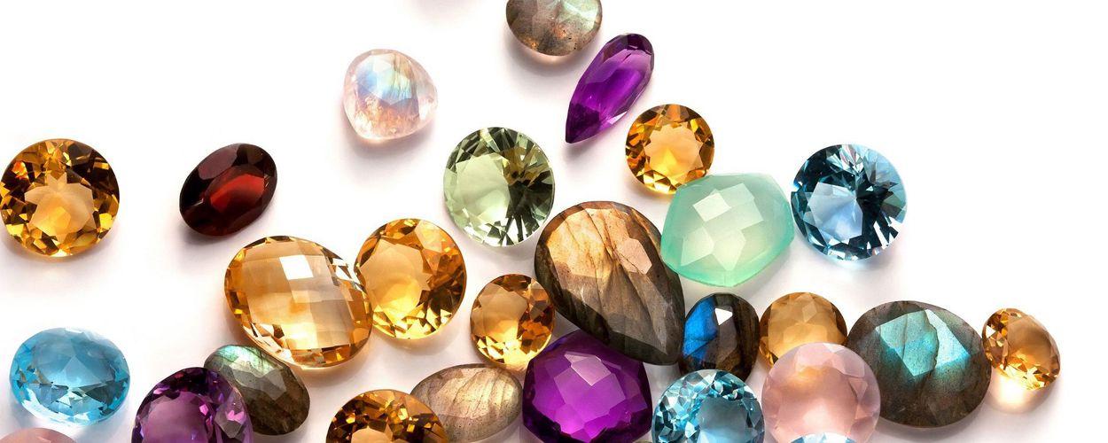 Откройте для себя магию драгоценных камней в украшениях!
