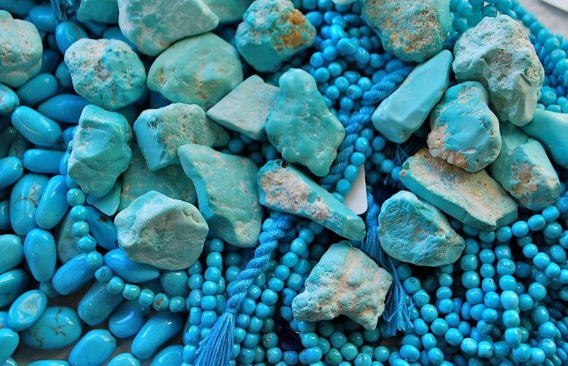 Драгоценный камень бирюза: разновидности и свойства