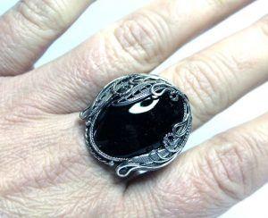 Кольцо с морионом спасает от зла