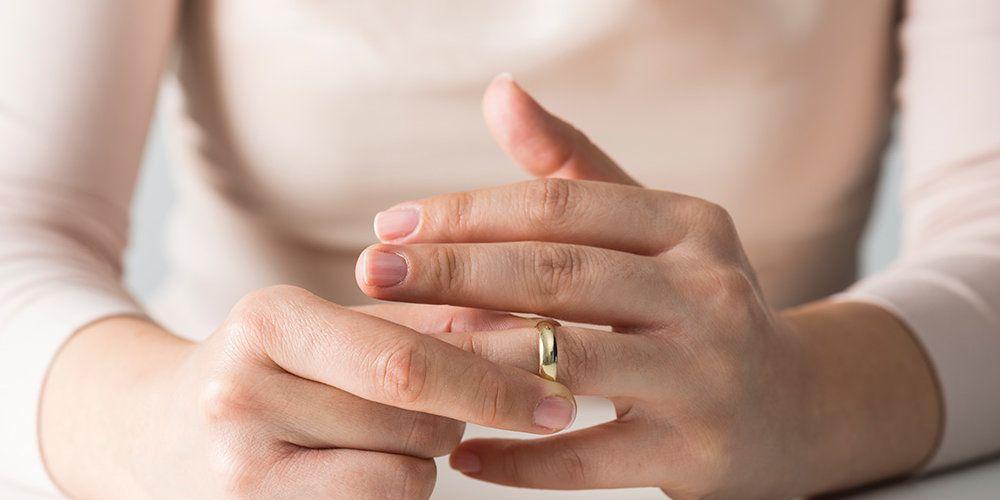 Как снять кольцо если очень опух палец
