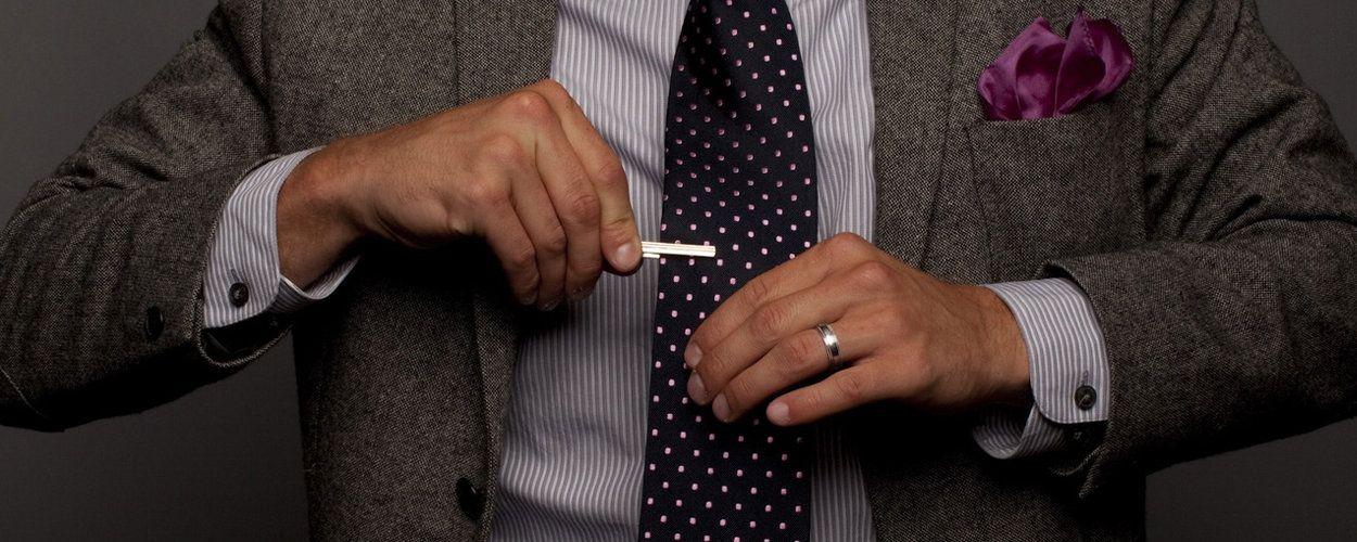 Как правильно выбирать и носить зажим для галстука: основные правила