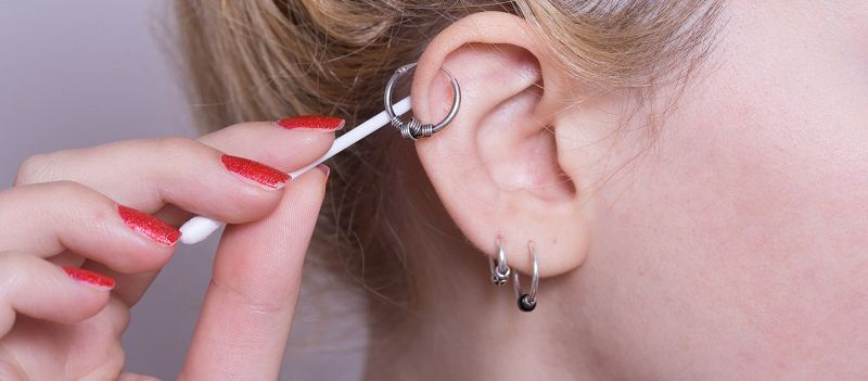 Пирсинг хряща уха, сережки для прокола хряща в ухе