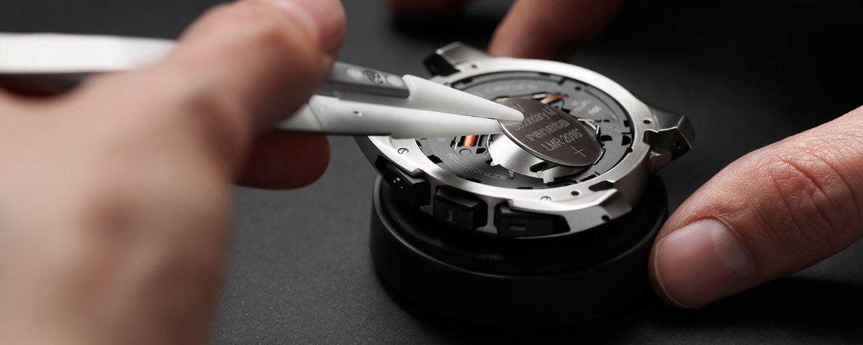 Как поменять батарейку в наручных часах: замена батарейки в домашних условиях
