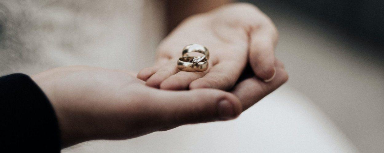 Как заложить или продать обручальное кольцо в ломбард