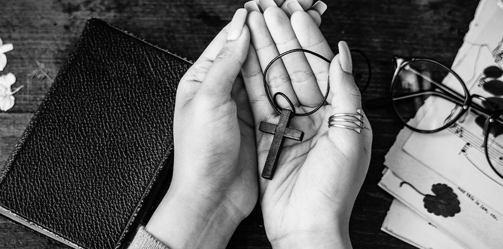 К чему потерять крестик: приметы, что делать в случае потери