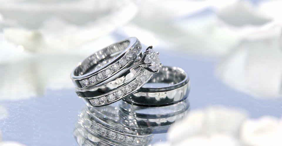 Брендовые обручальные кольца: список самых популярных мировых брендов
