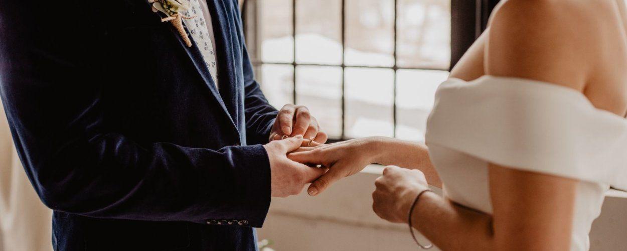 На какой руке носят обручальное кольцо православные