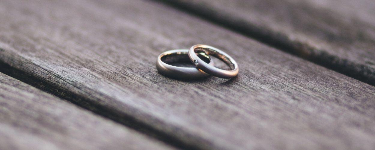 Из какого металла должны быть обручальные кольца